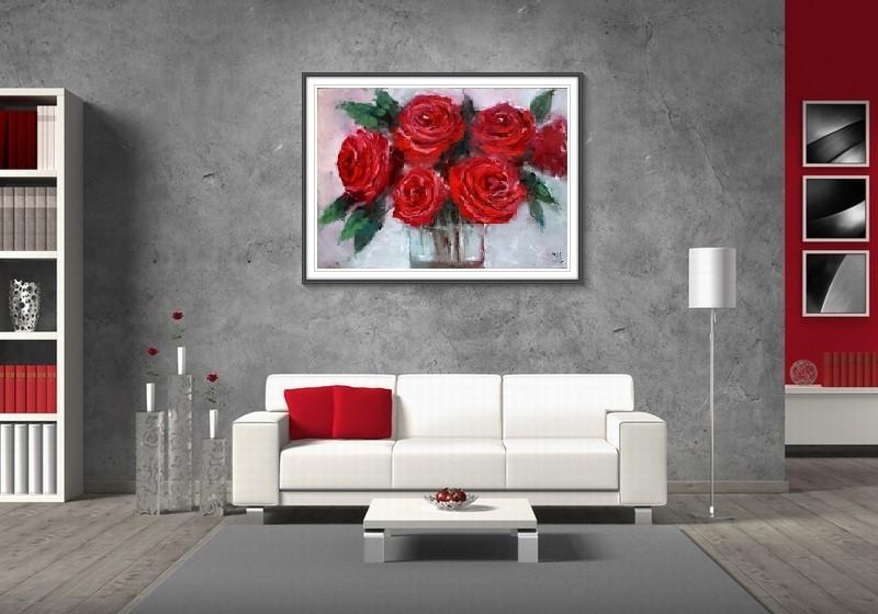 Красные розы в интерьере