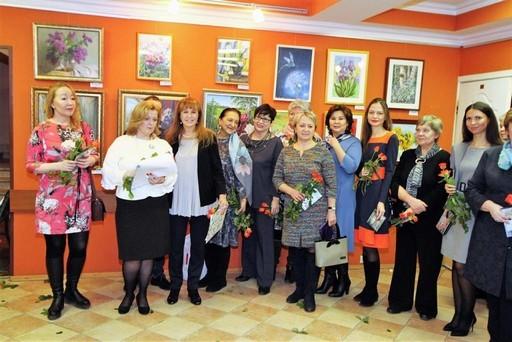 Выставка Дарите женщинам цветы